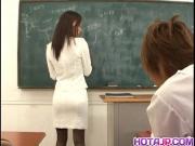 Азиатская училка показала свою мохнатую киску