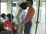 Ебет азиатку в поезде при всех