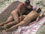 Дрочат друг другу на пляже