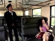 Развел брюнетку на секс в поезде