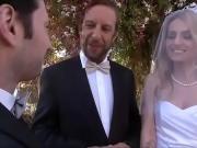 Невесту на свадьбе трахнули во все щели