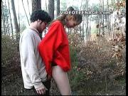 Привел девушку в лес потрахаться