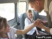 Выеб двух подружек в автобусе