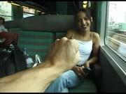Мулатка дала себя выебать в туалете поезда