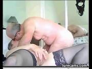 Дедушка трахает бабушку на камеру