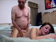 Дед трахает свою внучку пока родителей нет дома