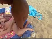 Ебут бабу на пляже