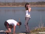 Поеблись на берегу озера