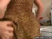 Сын ебет маму на кухне задрав платье